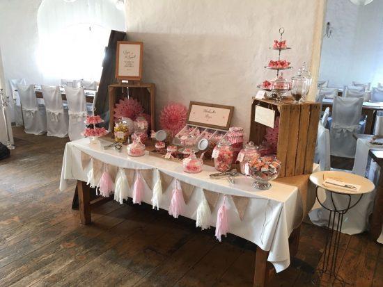candybar-stuttgart-mieten-hochzeit-vintage-rosa-scheune