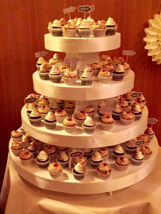 candy-bar-stuttgart-mieten-motto-theme-jahrmarkt-vintage-fun-fair-cupcakes
