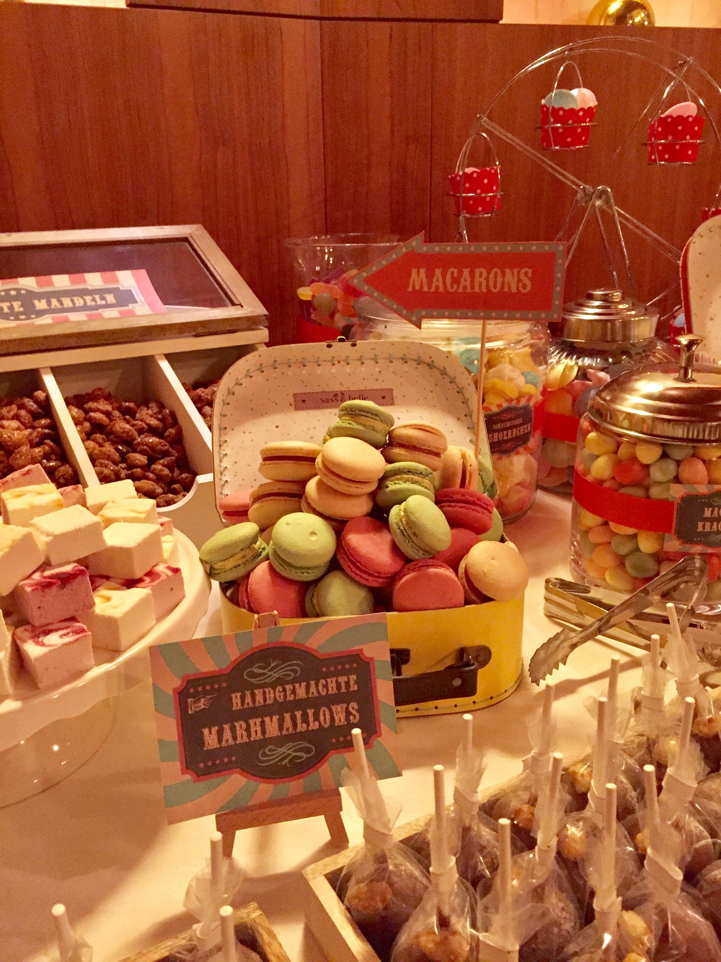 candy-bar-stuttgart-mieten-motto-theme-jahrmarkt-vintage-fun-fair-macarons