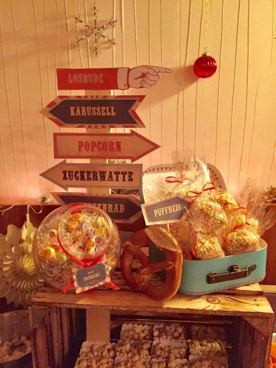 candy-bar-stuttgart-mieten-motto-theme-jahrmarkt-vintage-fun-fair-wegweiser-schild