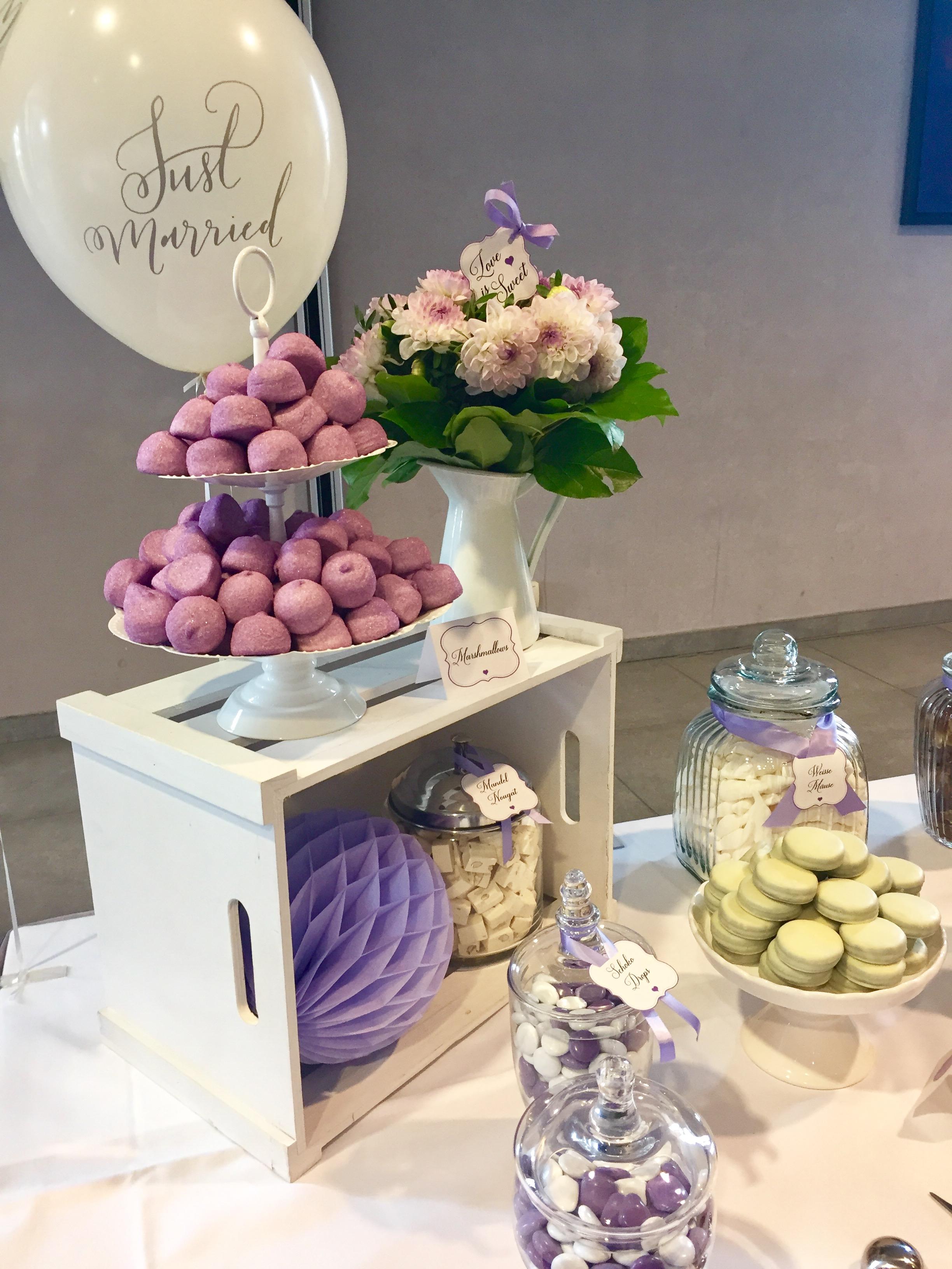 candybar-stuttgart-mieten-hochzeit-lila-dekoration