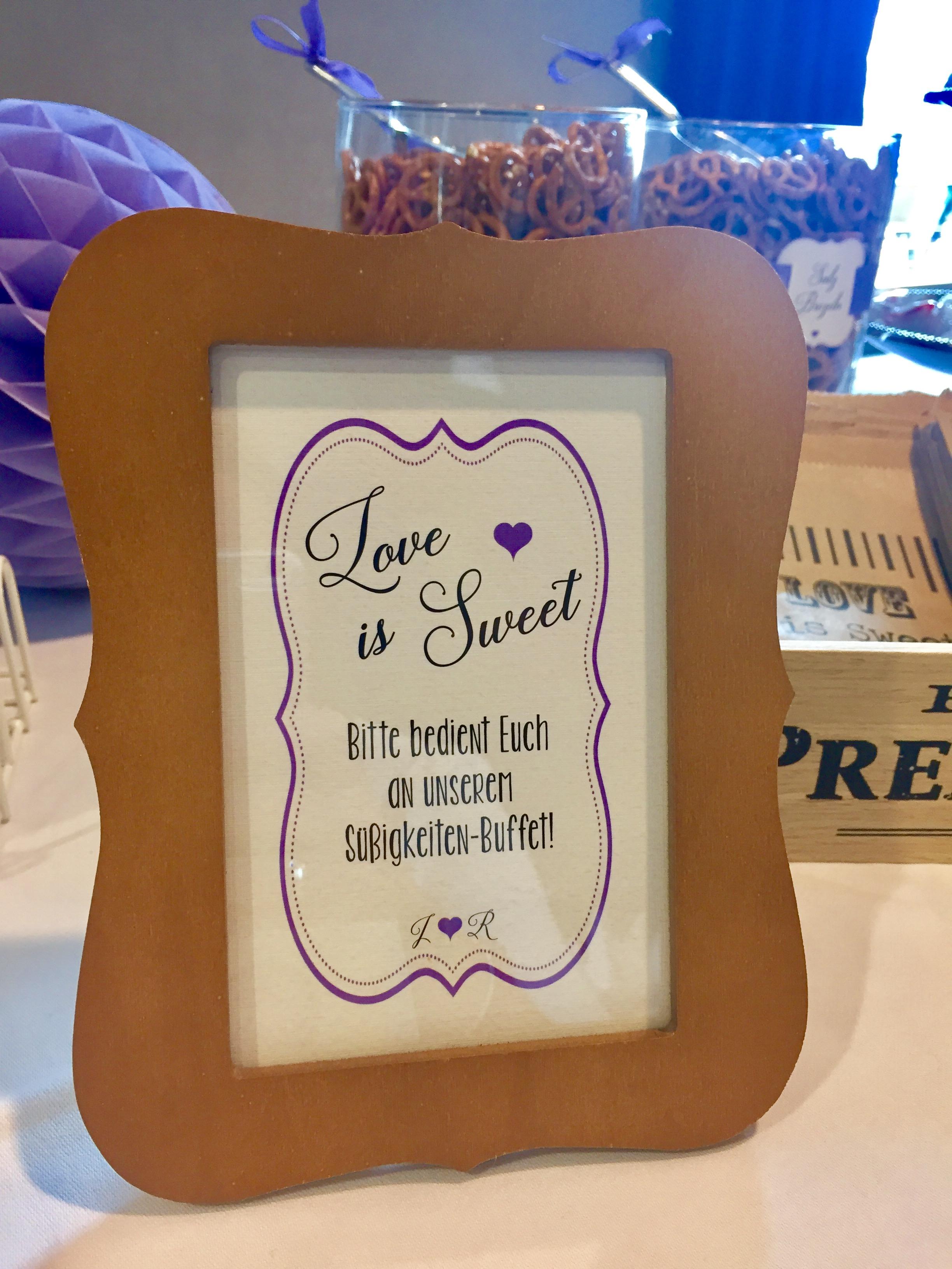 candybar-stuttgart-mieten-hochzeit-lila-aufsteller-love-is-sweet-personalisiert