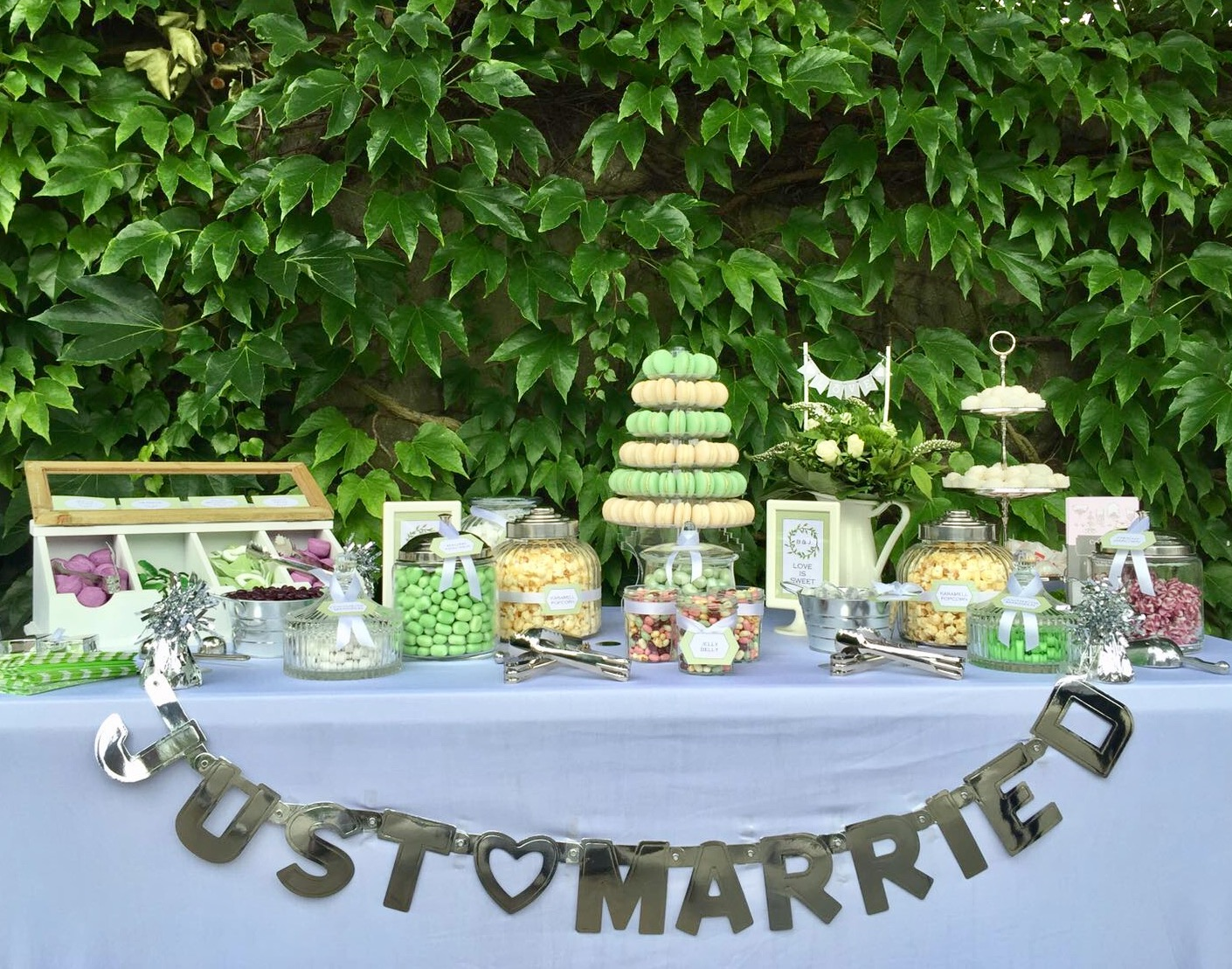 candybar-stuttgart-hochzeit-just-married-girlande